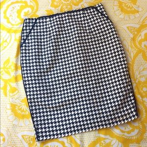 FOREVER 21 Navy Houndstooth Pencil Skirt